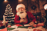 Photo portrait cheerful smiling santa wearing glasses headwear sweater laughing preparing gifts for xmas