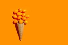 Quinotos Con Un Cono De Oblea De Helado Sobre Un Fondo Naranja Liso Y Aislado. Vista Superior. Copy Space
