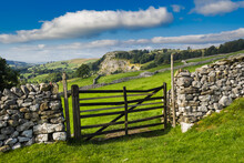 The Old Quarry At Langcliffe Heading Towardfs Malham