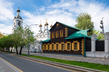 Moscow, View On The 4th Golutvinsky Lane And The Church Of St. Nicholas The Wonderworker In Golutvin (Chinese Compound)