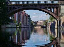 Brücke über Dem Alsterkanal In Hamburg