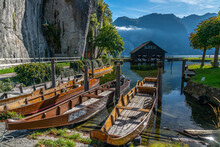 """View Of The Prow Of A """"Plätte"""", A Traditional Wooden Flat Boat, Moored At The Beautiful Traunsee, Austria, Gmunden, 01.10.2021"""