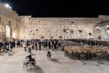 Jerusalem-israel, 06-07-2021. Long Exposure In The Men's Plaza At The Western Wall In Jerusalem, At Night