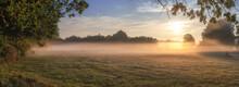 Sonnenaufgang über Garbsener Wiesen Bei Hannover Mit Bodennebel Im Frühen Herbst