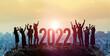2022年イメージ ビジネス向け年賀状素材 喜ぶ人々
