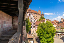 Germany, Bavaria, Nuremberg, Tiergartnertorplatz WithÔøΩNuremberg Castle In Background