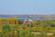 Pereyaslavl-Zalessky, Yaroslavl Oblast, Russia - October, 2021: Top View On The Ancient Town On The Bank Of Plescheevo Lake In Sunny Autumn Day. Church Of The Forty Martyrs Of Sebaste