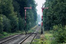 Flügelsignale Der Bahn Auf Eingleisiger Strecke Bei Maria Veen - Stockfoto