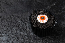 Halloween Cupcakes Decorated With Scary Eye Candy