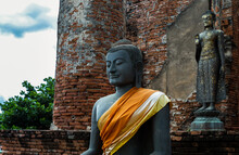 Aytthaya, Thailand, 22 Aug 2020 :  Ancient Buddha Statue And The Wall Made By Old Red Brick Background At Wat Thammikarat Of Ayutthaya Thailand. Selective Focus.