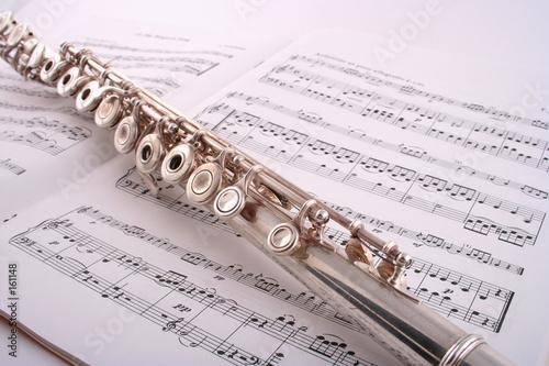 flute on sheet music Fototapeta