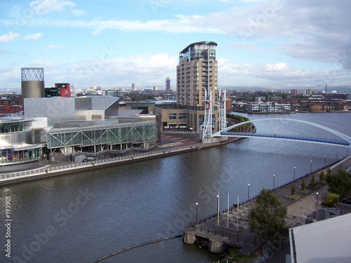 Canvas-taulu view across the manchester ship canal