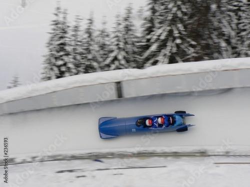 Photo un bobsleigh dans un virage