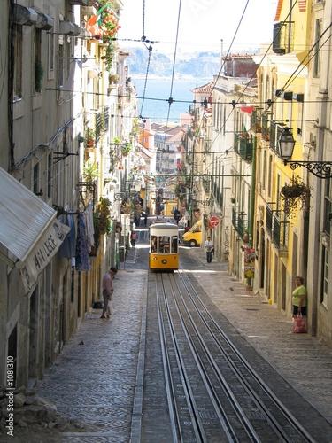 strassenbahn in lissabon