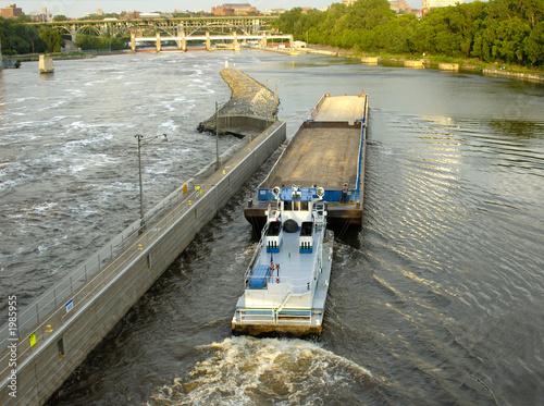 Photo tug and barge