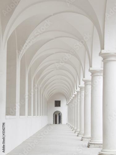 Foto white colonnade