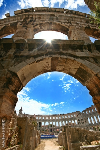 Fotografija Amphitheather in Pula - The arch and the inside