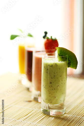 Canvas Print Colorful smoothies