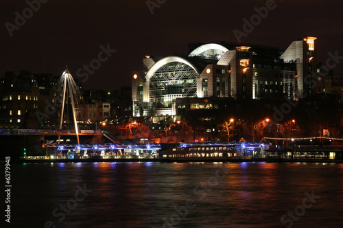 Charing Cross train station and shopping mall фототапет