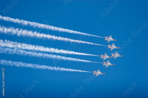 Photo F-16 Thunderbird jets flying in formation