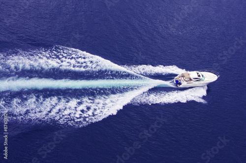 Stampa su Tela fast motor boat with splash and wake