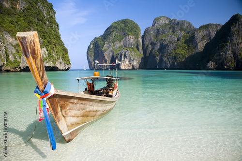 A longtail boat sits in Maya Bay, Koh Phi Phi Ley, Thailand фототапет