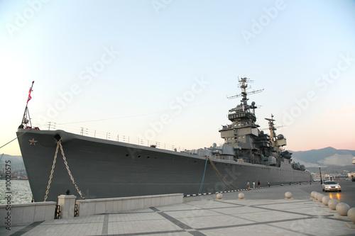 Foto Military ship near pier