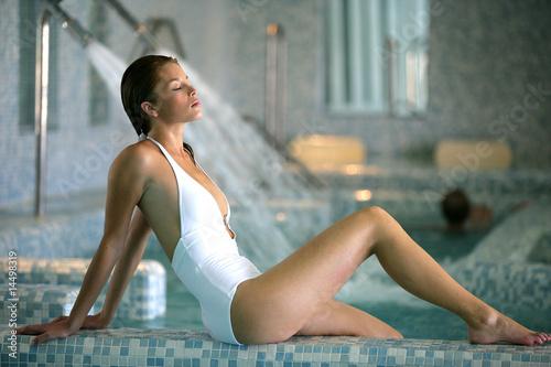 Fotomural belle femme blonde en maillot de bain