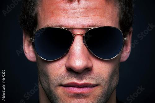 Man wearing aviator sunglasses Fototapeta
