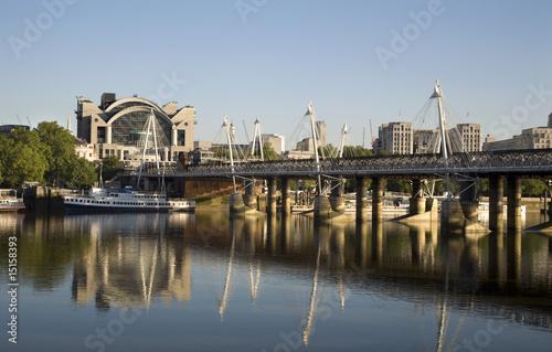 Платно London - Charing cross station and modern bridge