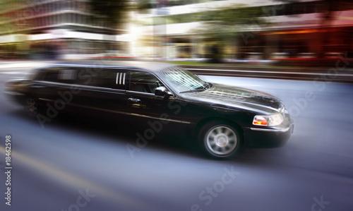 Photo Limosine driving down street