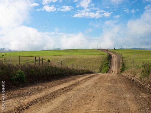Photo Estrada deserta no campo