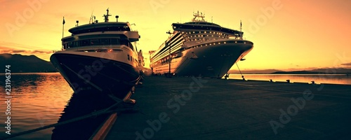 Cruise ship at Sunris