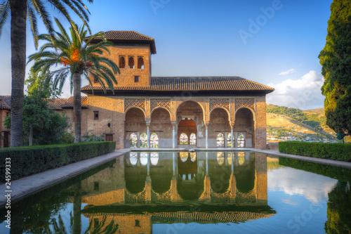 Foto Alhambra-Terrasse mit Pool, Granada, Spanien