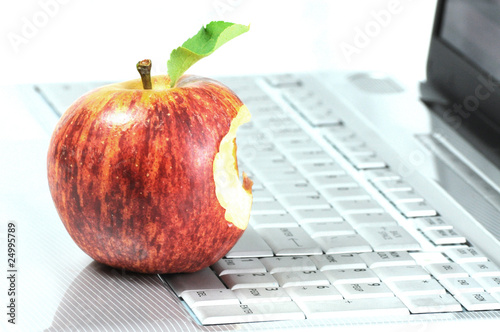 Fotografia Laptop and bitten apple