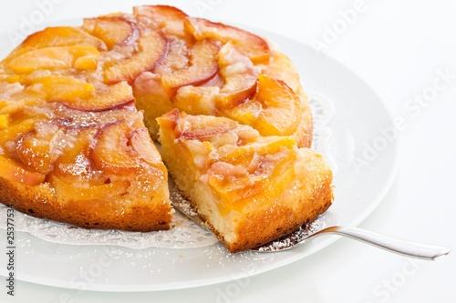 Obraz na płótnie nectarine upside-down cake