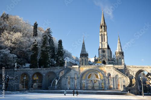 Fotografie, Obraz Neige et cathédrale de Lourdes