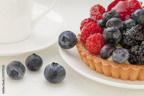 Fototapeta premium tarta owocowa z jagodami