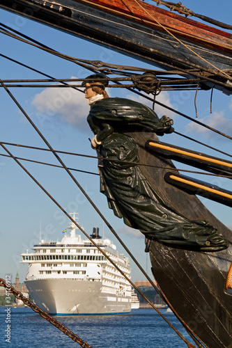 Canvas Print Old ships figurehead with modern cruiseliner in the background.