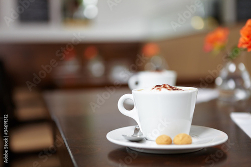 Vászonkép Cappuccino in einem Café