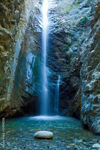 Obraz premium Chantara Wodospady w górach Trodos, Cypr