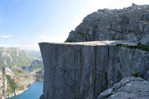 Valokuva Preikestolen - famous cliff at the norwegian mountains.
