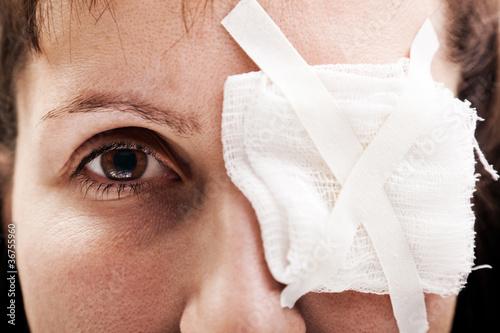 Obraz na płótnie Plaster patch on wound eye