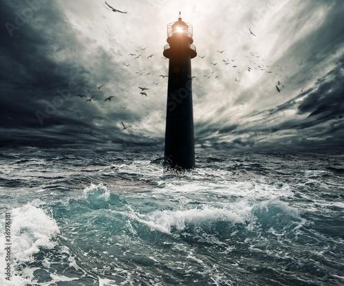 Fotografia Stormy sky over flooded lighthouse
