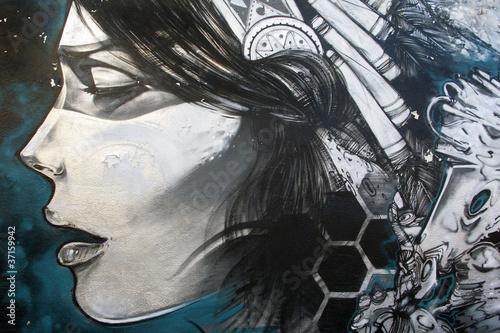 Arte urbano. Graffiti de una mujer en una pared