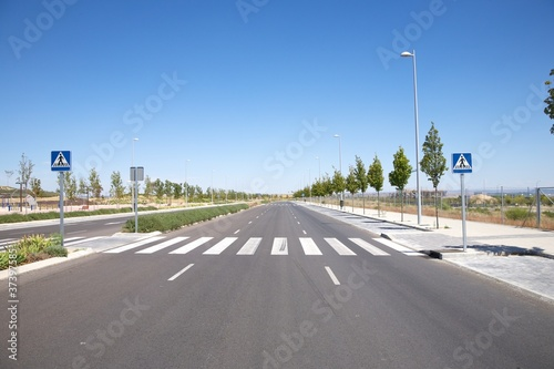 Fotografija nobody on crosswalk
