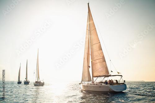 Fotografia Sailing ship yachts with white sails
