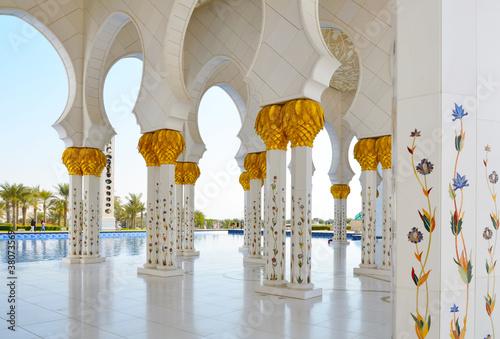Sheikh Zayed Mosque in Abu Dhabi, United Arab Emirates Fototapeta