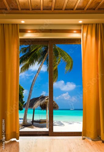 Fototapeta Pokój hotelowy i krajobraz tropikalnej plaży na wymiar