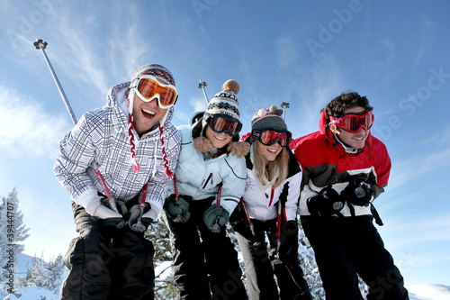 Canvas Print group of teenagers skiing